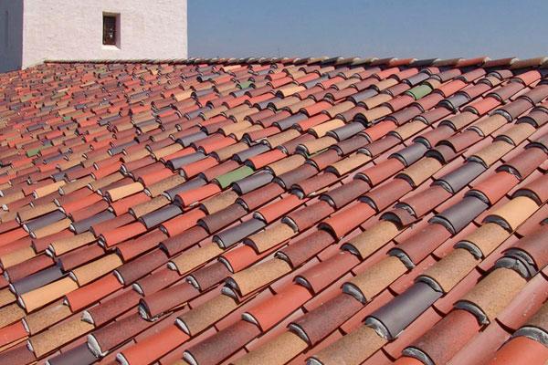 Có nên sử dụng sơn chống nóng cho mái ngói không? - Sonchongnongaz.vn